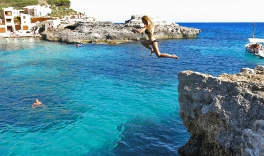 Cliff Jumping - Magaluf - Hen Weekends - Solisol Travel